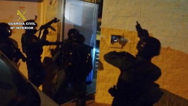 Intervención de la Guardia Civil durante la operación «Tardo»