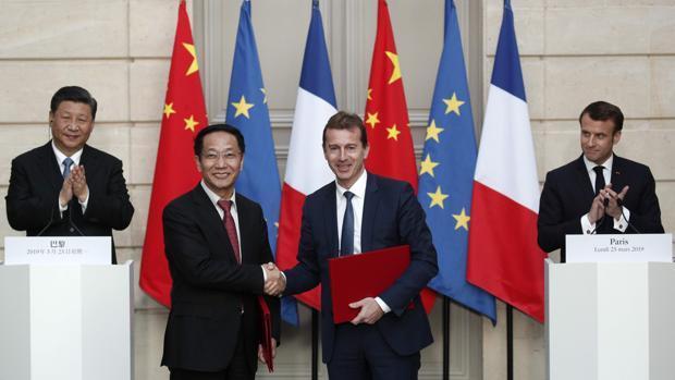 Firma del acuerdo en el que han estado presentes los jefes de Estado de China y Francia