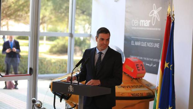 El presidente del Gobierno, durante su visita al Cei-mar en Cádiz
