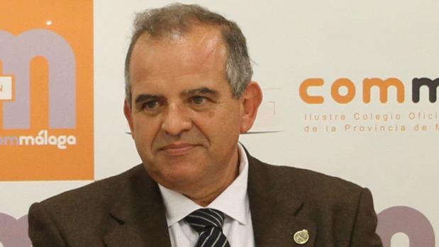 El traumatólogo Miguel Ángel Flores Ruiz, doctor en el Hospìtal Puerta del Mar de Cádiz.