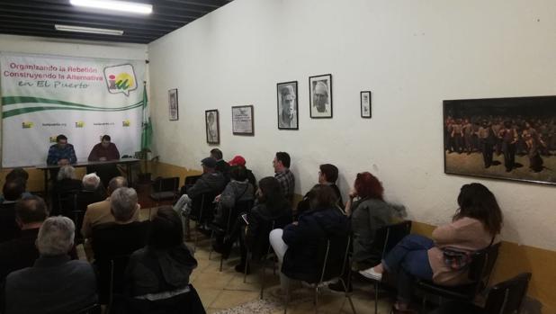 Los militantes de Izquierda Unida decidieron ayer en asamblea dar un plazo al alcalde para que dimita.