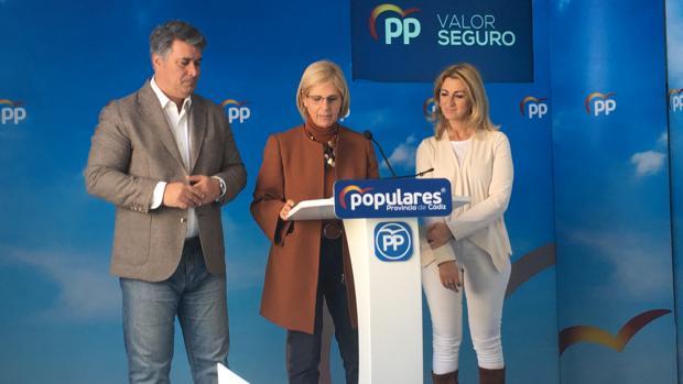 María José García-Pelayo, junto con Ignacio Romaní y Laura Seco.