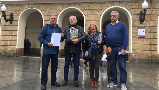 Los miembros de la Junta Directiva de la Marea de pensionistas.