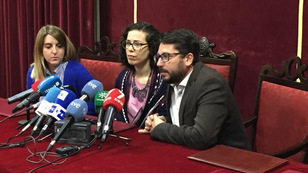 Rueda de prensa ofrecida por el alcalde de Trebujena, Jorge Rodríguez, y Margarita Tundidor, hermana de Lete.