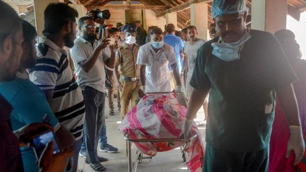 Imagen del caos tras los atentados en Sri Lanka.