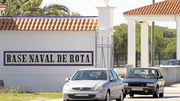 Acceso a la Base Naval de Rota.