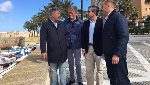 Los candidatos Pepe Ortiz e Ignacio Romaní, junto a Juancho Ortiz y Daniel Nieto en las inmediaciones del castillo de Santa Catalina.