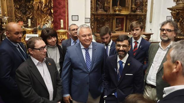 Villero (Ciudadanos), junto a miembros de su candidatura la pasada Semana Santa.