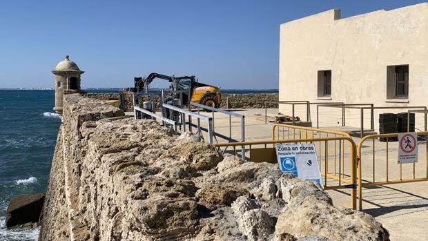 El alcalde asegura que el deterioro de las murallas está perjudicando la imagen de la ciudad.