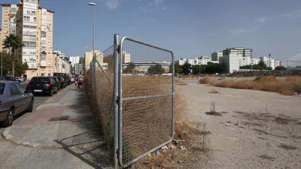 Si los antiguos terrenos de CASA se destinan a aparcamiento habría que invertir para adecentarlo.
