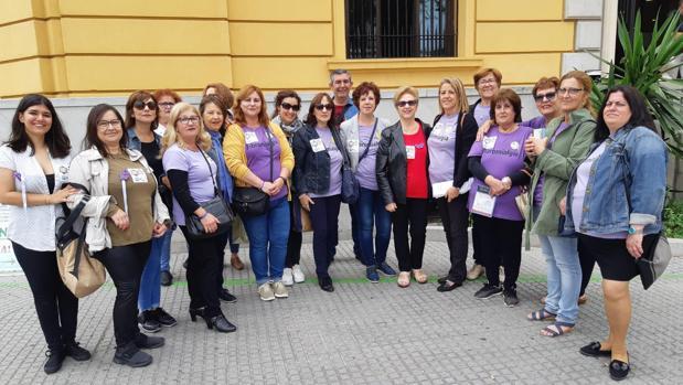 Algunas de las participantes en la concentración en Cádiz
