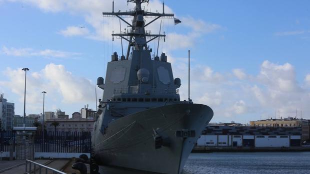 La 'Méndez Núñez' durante su visita al puerto de Cádiz en marzo de 2018.