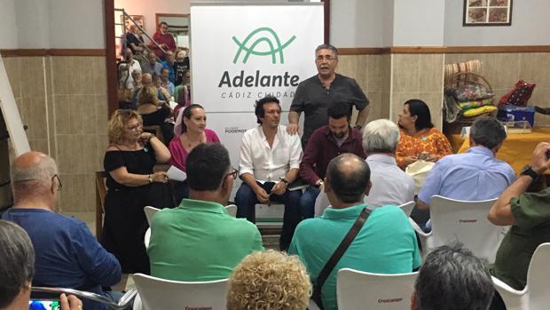 Reunión de Adelante Cádiz con los vecinos de Segunda Aguada.
