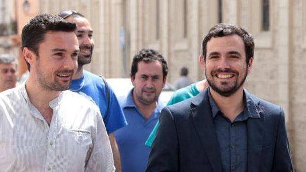 Alberto Garzón, en su visita a Cádiz de la mano de Martín Vila.