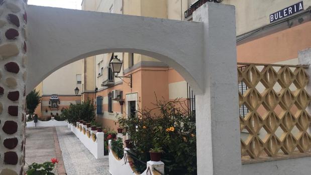 Acceso al patio Tacita de Plata de la calle Bulería