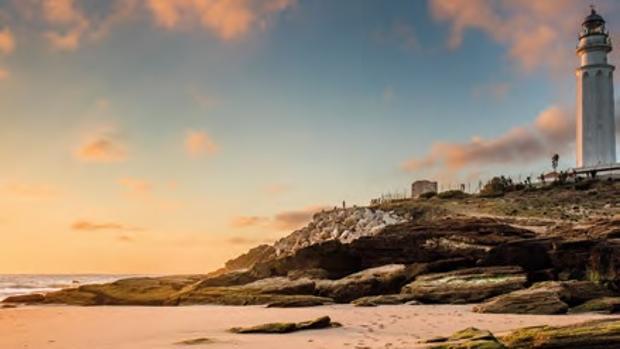 El Faro de Trafalgar preside el litoral barbateño