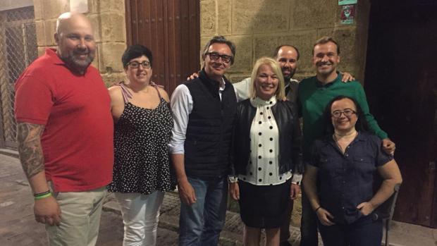 Ana Peral junto a Manuel Gavira, Mikel Sánchez y otros candidatos de Vox.