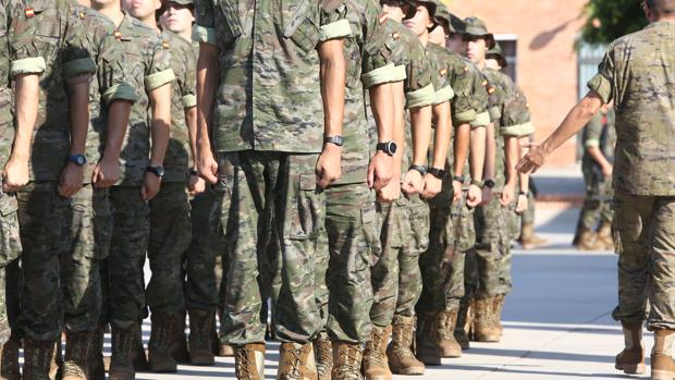 Aspirantes a soldado durante su periodo de instrucción en el Centro de Formación de Tropa nº 2 de San Fernando.