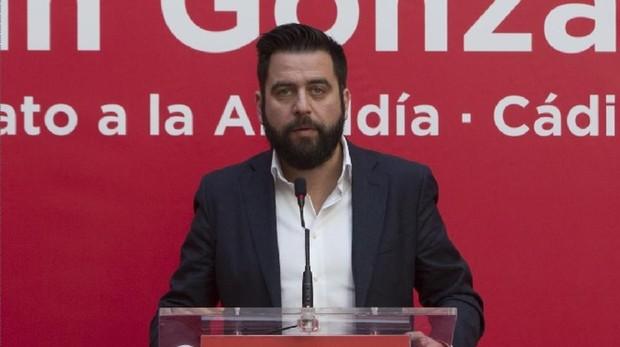 El candidato del PSOE, Fran González, en un acto en campaña.