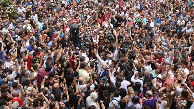La plaza de San Juan de Dios fue una feria el 15-J de 2015 para aclamar a 'Kichi' como nuevo alcalde de Cádiz
