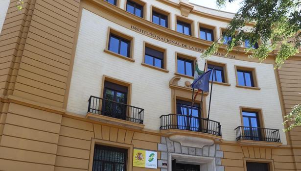 El edificio de la Seguridad Social de Cádiz, una administración en el punto de mira.
