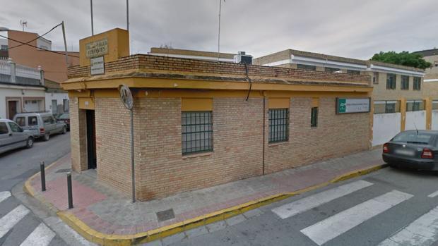 Fachada del Colegio Cervantes de Dos Hermanas