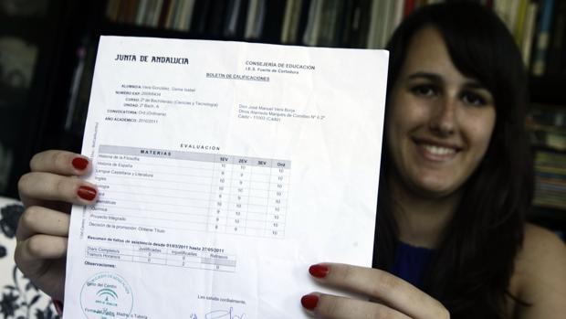 Gema Vera, en 2011, tras sacar la mejor nota de Selectividad en toda la provincia de Cádiz.