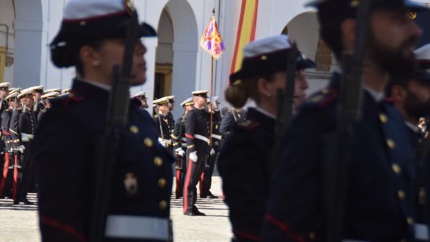 Infantes de Marina en la plaza de Armas 'Lope de Figueroa' del cuartel de San Carlos-Batallones de Marina de San Fernando.