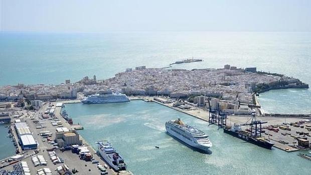 Vista aerea del Puerto de Cádiz
