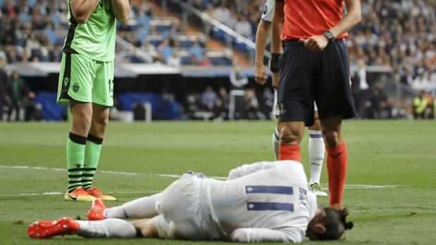Bale, lesionado en una cadera, seria duda para Cornellá