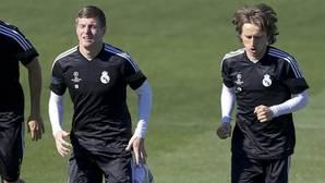 Kroos y Modric, dos batutas por si «rompen» una