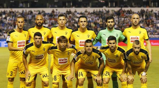El Éibar jugó de amarillo contra el Deportivo en la primera jornada de Liga