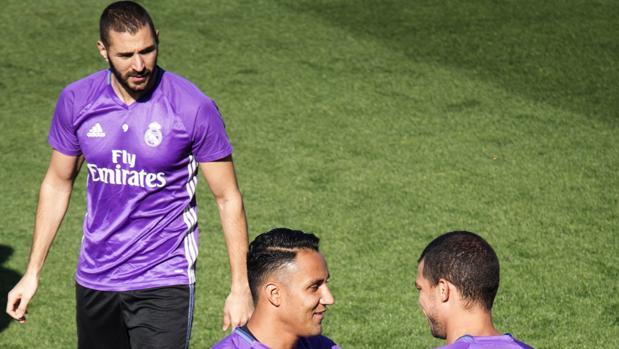 Benzema, junto a Keylor y Pepe; los tres juegan hoy