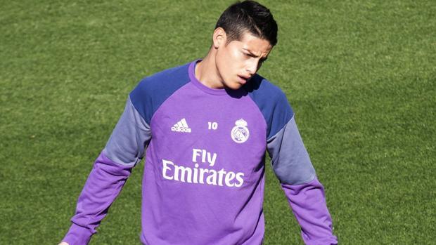 Real Madrid:  James, lesionado, viaja con Colombia para ser revisado