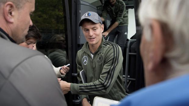 Real Madrid:  Toni Kroos renueva hasta 2022