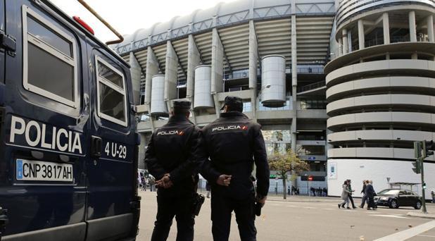 Policía en el Bernabéu