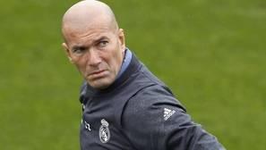 Zidane vuelve al doble pivote en el derbi
