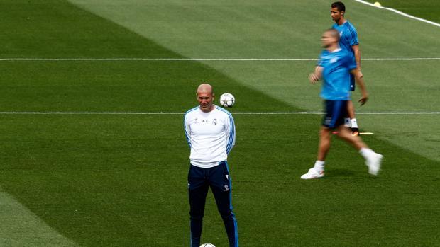 Zidane no quiere dejar jugar a Simeone