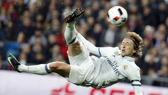 Espectacular remate de chilena de Modric