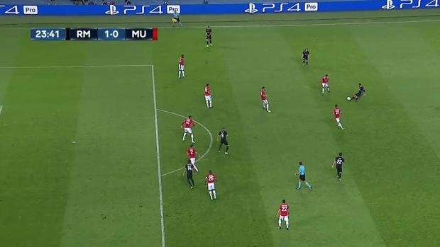 Instante en el que Carvajal asiste a Casemiro en la jugada del gol