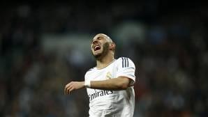 Benzema se rompe, sale Bale y Lucas empata