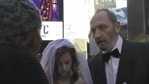 ¿Cómo reaccionarías al presenciar una boda de un hombre de 65 años y una niña de 12 años?