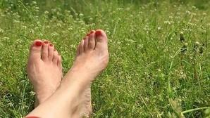 ¿Por qué nos huelen los pies?