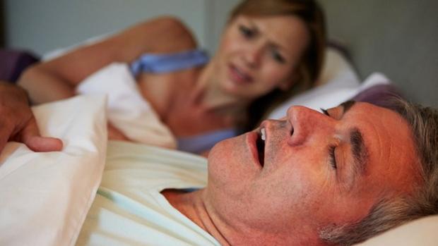 Hay pocas cosas más molestas que dormir cerca de una persona que ronque