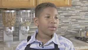 YouTube: Un niño de 8 años abre un negocio de dulces caseros para comprar una casa a su madre