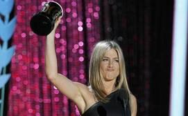 La venganza de Twitter: Internet celebra la ruptura de Pitt y Angelina con GIFs de Jennifer Aniston feliz