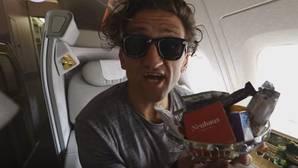 Caviar, pijama y hasta un baño en pleno vuelo: así es un viaje en primera clase de 18.000 euros