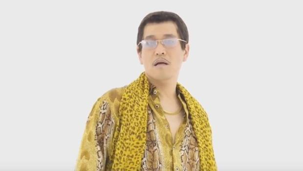 Youtube:  Youtube: «¡Pluma-piña-manzana-pluma!», la absurda canción que pretende emular el éxito del Gagnam Style