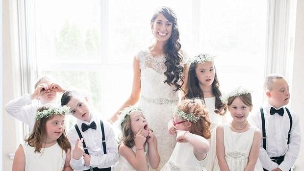 Una profesora de educación especial invita a todos sus alumnos como pajes a su boda