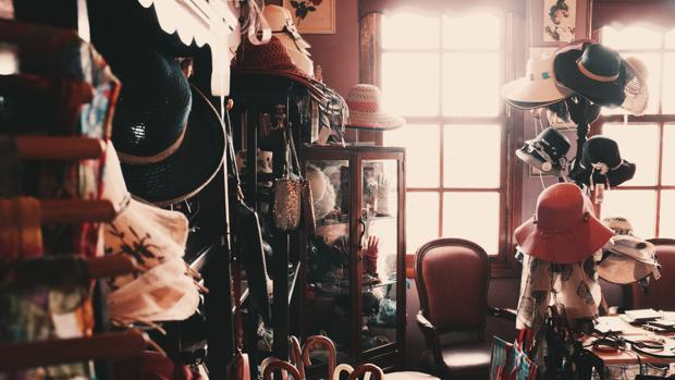 Interior de una tienda de artículos de segunda mano